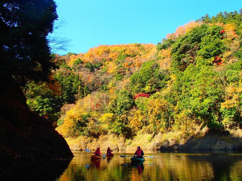 紅葉のパノラマ竜神カヌー